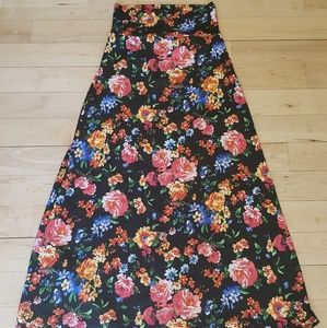 Agnes and Dora Black Floral Maxi Skirt XS